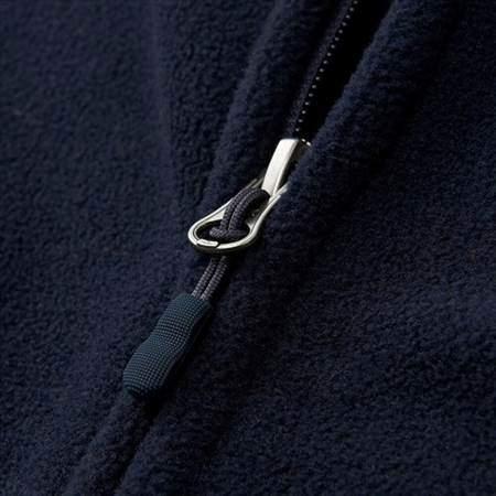 ユニクロのフリースフルジップジャケット(長袖)のファスナー部分のアップ
