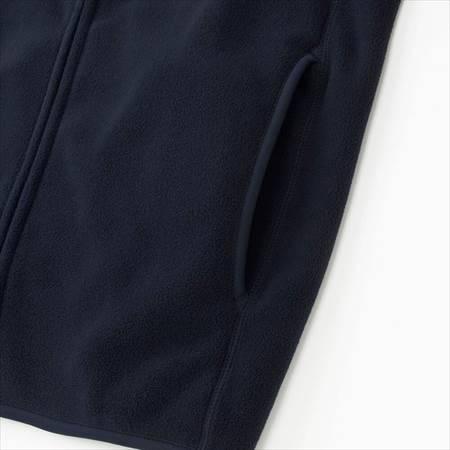 ユニクロのフリースフルジップジャケット(長袖)のサイドポケット部分のアップ