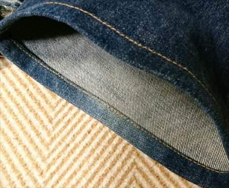 マジックミシンで裾直しをした後の状態の裾部分のアップ