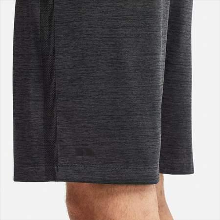 ユニクロの新作のドライEXショートパンツを履いている男性