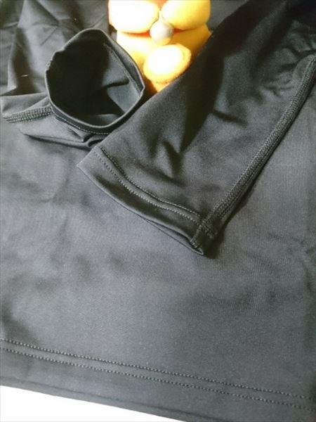ユニクロのエアリズムパフォーマンスサポートTシャツ(長袖)のブラックの袖口のアップ