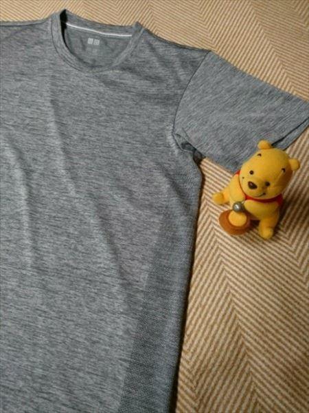 ユニクロのエアリズムパフォーマンスサポートTシャツ(長袖)の上に重ね着するのにおすすめのドライEXのTシャツ