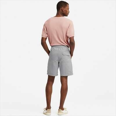 ユニクロのスイムアクティブショートパンツを履いている男性
