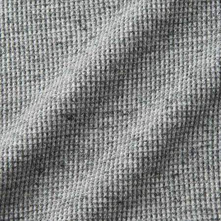 ユニクロのワッフルTシャツの生地のアップ