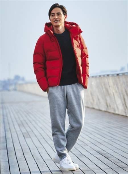 ユニクロのボアスウェットパンツを履いている男性のコーディネート例