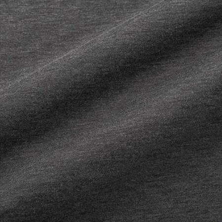 ユニクロのヒートテッククルーネックT(9分袖)の生地のアップ