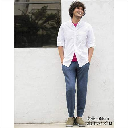 ユニクロのスウェットパンツを履いている男性のコーディネート例