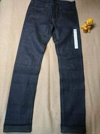 ユニクロのストレッチセルビッジスリムフィットジーンズを乾燥機で縮める前の全体前方