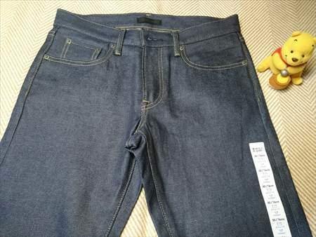 ユニクロのストレッチセルビッジスリムフィットジーンズを乾燥機で縮める前のウエスト部分のアップ