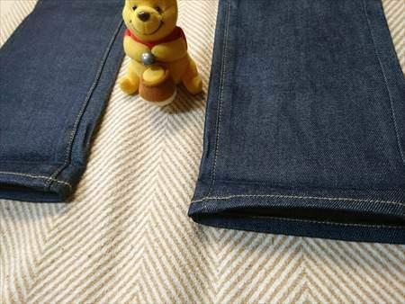 ユニクロのストレッチセルビッジスリムフィットジーンズを乾燥機で縮める前の裾部分のアップ