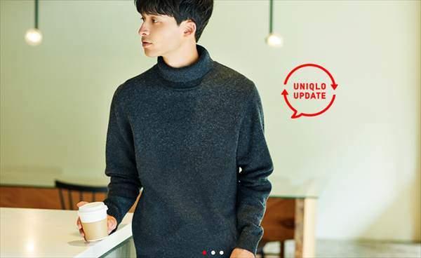 ユニクロのプレミアムラムタートルネックセーターを着ている男性の首もとのタートルネックが綺麗に折り返っている様子