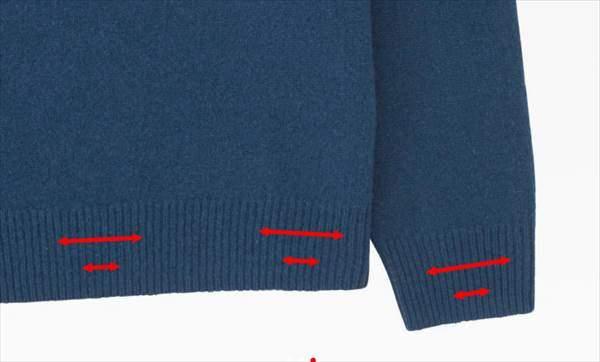 ユニクロのプレミアムラムタートルネックセーターの裾と袖のリブが段階的に絞ってあるデザイン