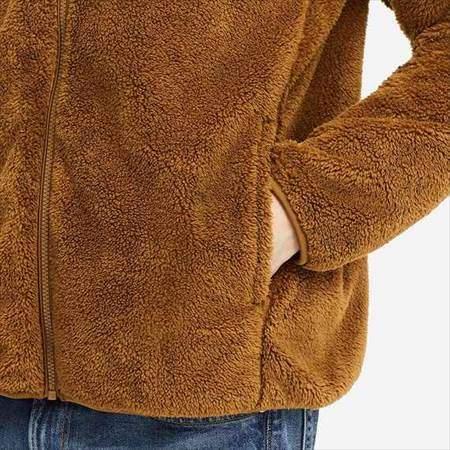 ユニクロのファーリーフリースフルジップジャケットのサイドポケットのアップ