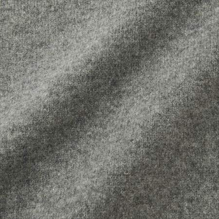 ユニクロのプレミアムラムタートルネックセーターの生地のアップ