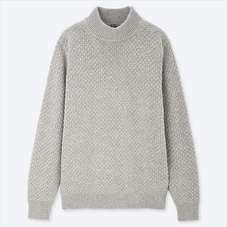 ユニクロのミドルゲージモックネックセーターのライトグレー