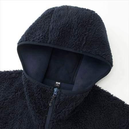 ユニクロの防風ボアフリースパーカのフードと襟もとのアップ