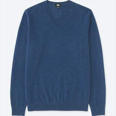 ユニクロのカシミヤVネックセーターのブルー
