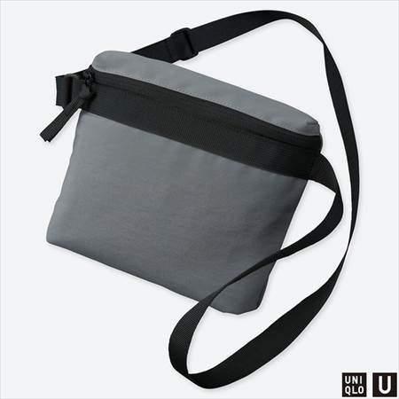 ユニクロUのサコッシュバッグのグレー