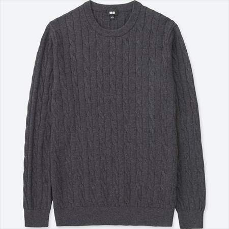 ユニクロのコットンカシミヤケーブルクルーネックセーター(長袖)のダークグレー