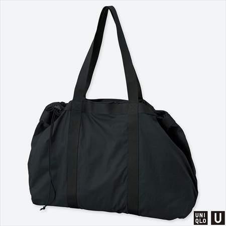 ユニクロUのライトウェイトバッグのブラック