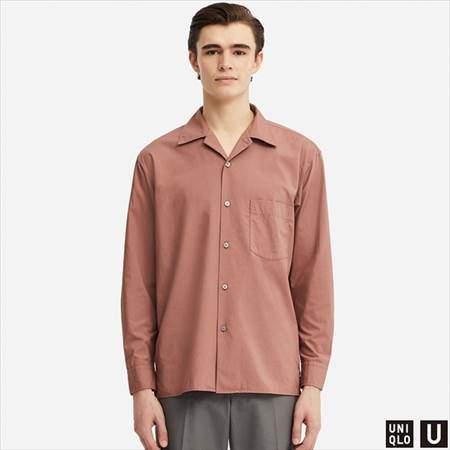 ユニクロUのワイドフィットシャツ(長袖)を着ている男性