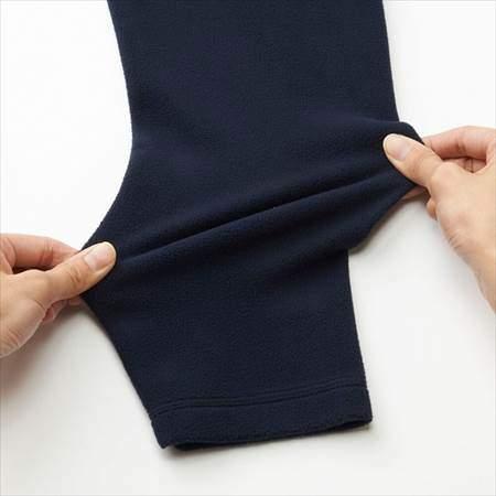 ユニクロのヒートテックストレッチフリースクルーネックT(長袖)の袖の生地が伸びる様子
