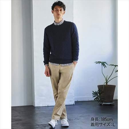 ユニクロのコットンカシミヤケーブルクルーネックセーター(長袖)のコーディネート例