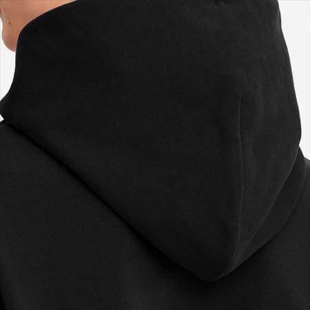 ユニクロUのスウェットプルパーカ(長袖)のフードのアップ