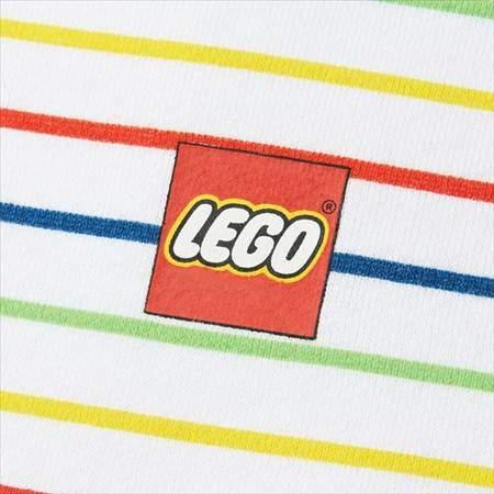 ネイビーのレゴスウェットセット(キッズ)の胸もとにあるロゴのプリントのアップ