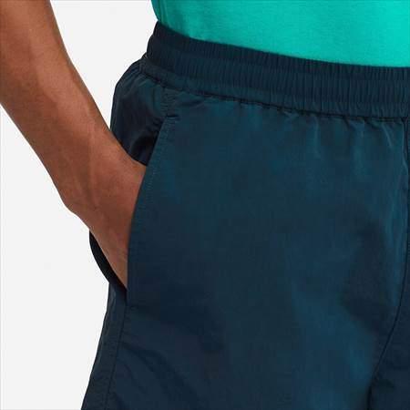 ユニクロUのナイロンショートパンツのサイドポケットのアップ