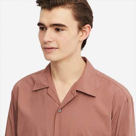 ユニクロUのワイドフィットシャツ(長袖)の襟もとのアップ