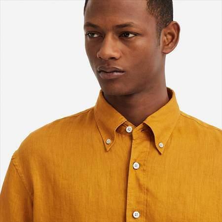ユニクロUのプレミアムリネンワイドフィットシャツ(半袖)の襟もとのアップ
