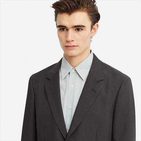 ユニクロUのテーラードジャケットの襟もとのアップ