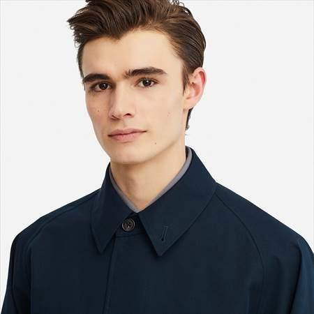 ユニクロUのブロックテックステンカラーコートの襟もとのアップ