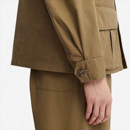 ユニクロUのミリタリージャケットの袖と裾のアップ