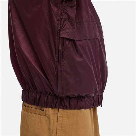 ユニクロUのポケッタブルトラックジャケットのサイドポケットと裾のアップ