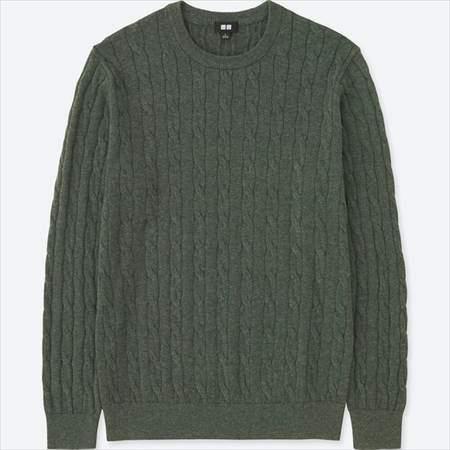 ユニクロのコットンカシミヤケーブルクルーネックセーター(長袖)のオリーブ