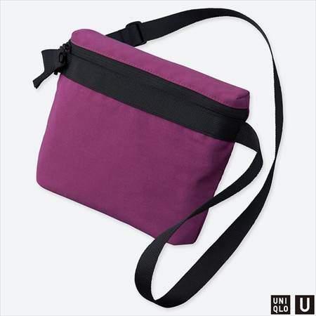 ユニクロUのサコッシュバッグのパープル