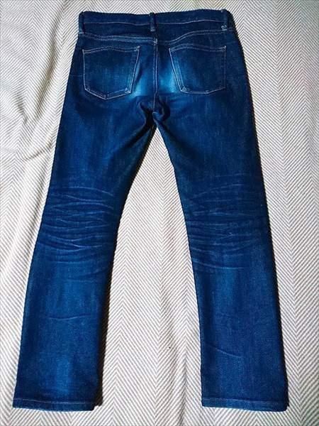 ユニクロのセルビッジジーンズを9か月履いた状態の全体のうしろ側