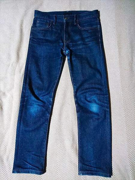 ユニクロのセルビッジジーンズを9か月はいた状態の全体の前側