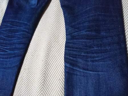 ユニクロのセルビッジジーンズを9か月はいた状態の膝裏部分