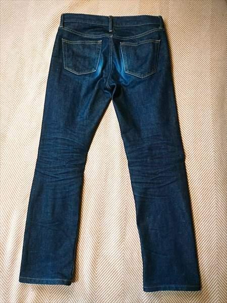 ユニクロのセルビッジジーンズを3か月履いた状態の全体のうしろ側