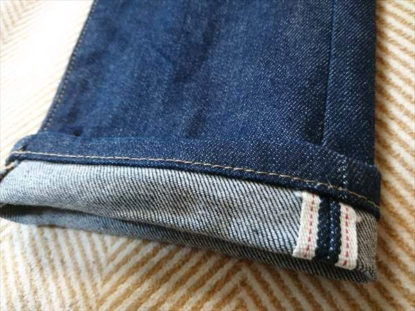 ユニクロのセルビッジジーンズを3か月はいた状態の裾のアップ