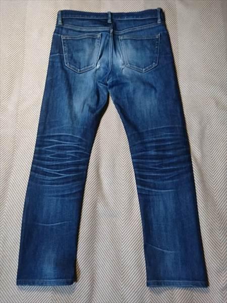ユニクロのセルビッジジーンズを1年半履いた状態の全体のうしろ側