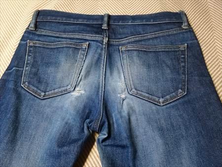 ユニクロのセルビッジジーンズを1年半履いた状態のお尻部分