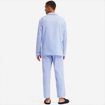 ユニクロのパジャマ(長袖)を着ている男性