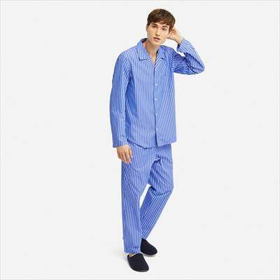 ユニクロのパジャマ(ストライプ・長袖)のブルーを着ている男性