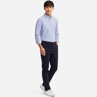 ユニクロのオックスフォードシャツ(ボタンダウン・長袖)を着ている男性
