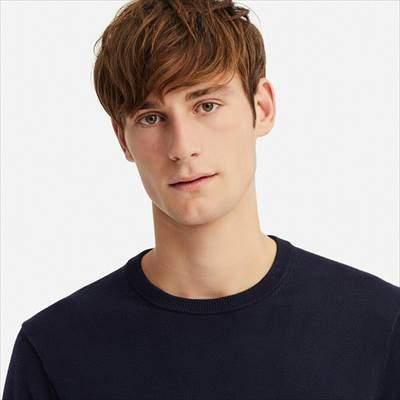 ユニクロのスーピマコットンクルーネックセーター(長袖)の首まわりの様子