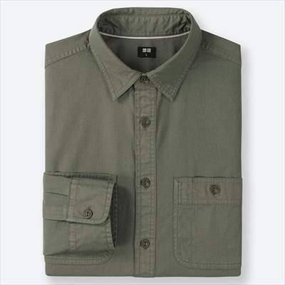 ユニクロのワークシャツ(長袖)のオリーブ